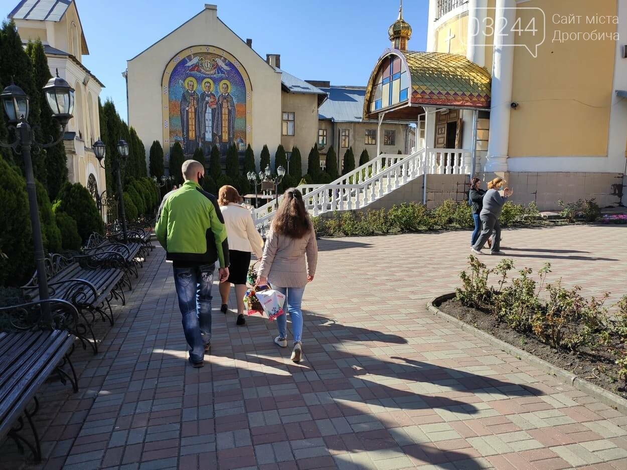 Як у Дрогобичі на вулицях великодні кошики освячували, - ФОТОРЕПОРТАЖ, фото-9