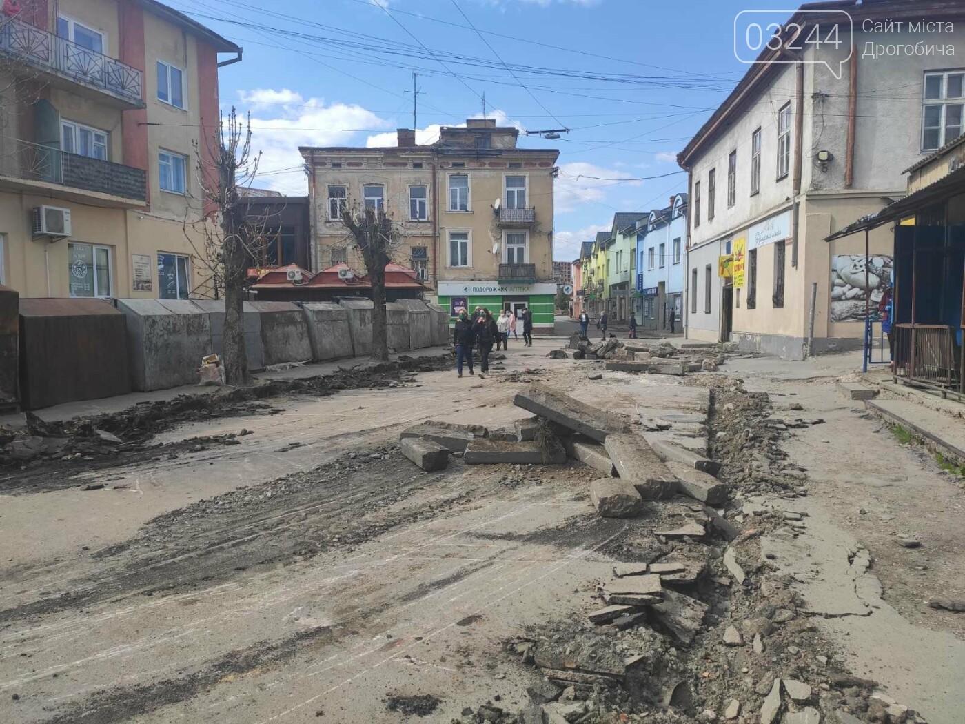 У центрі Дрогобича підприємці заблокували екскаватор, котрий проводив роботи по ремонту вулиці Шолом-Алейхема  , фото-8