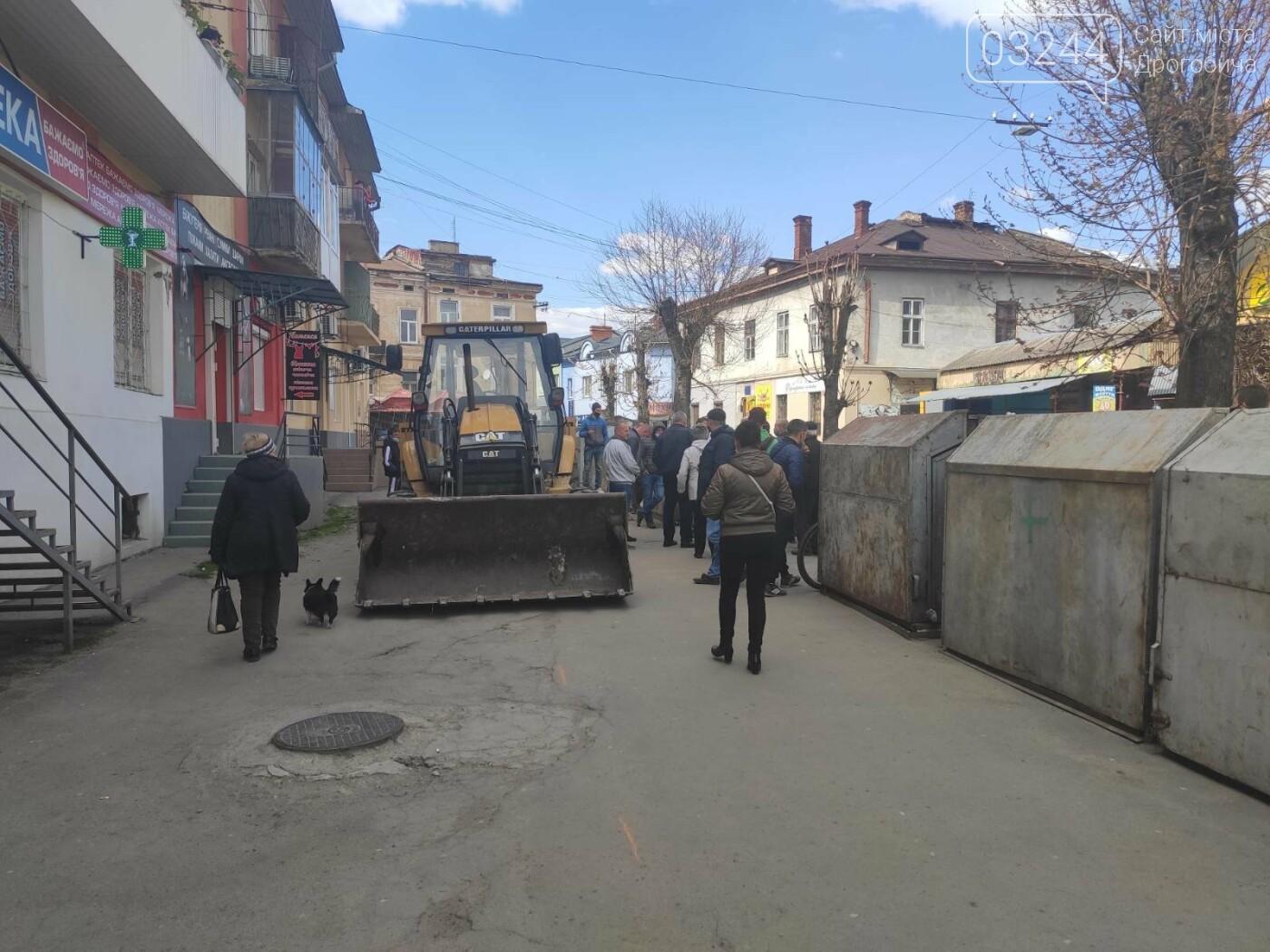У центрі Дрогобича підприємці заблокували екскаватор, котрий проводив роботи по ремонту вулиці Шолом-Алейхема  , фото-3