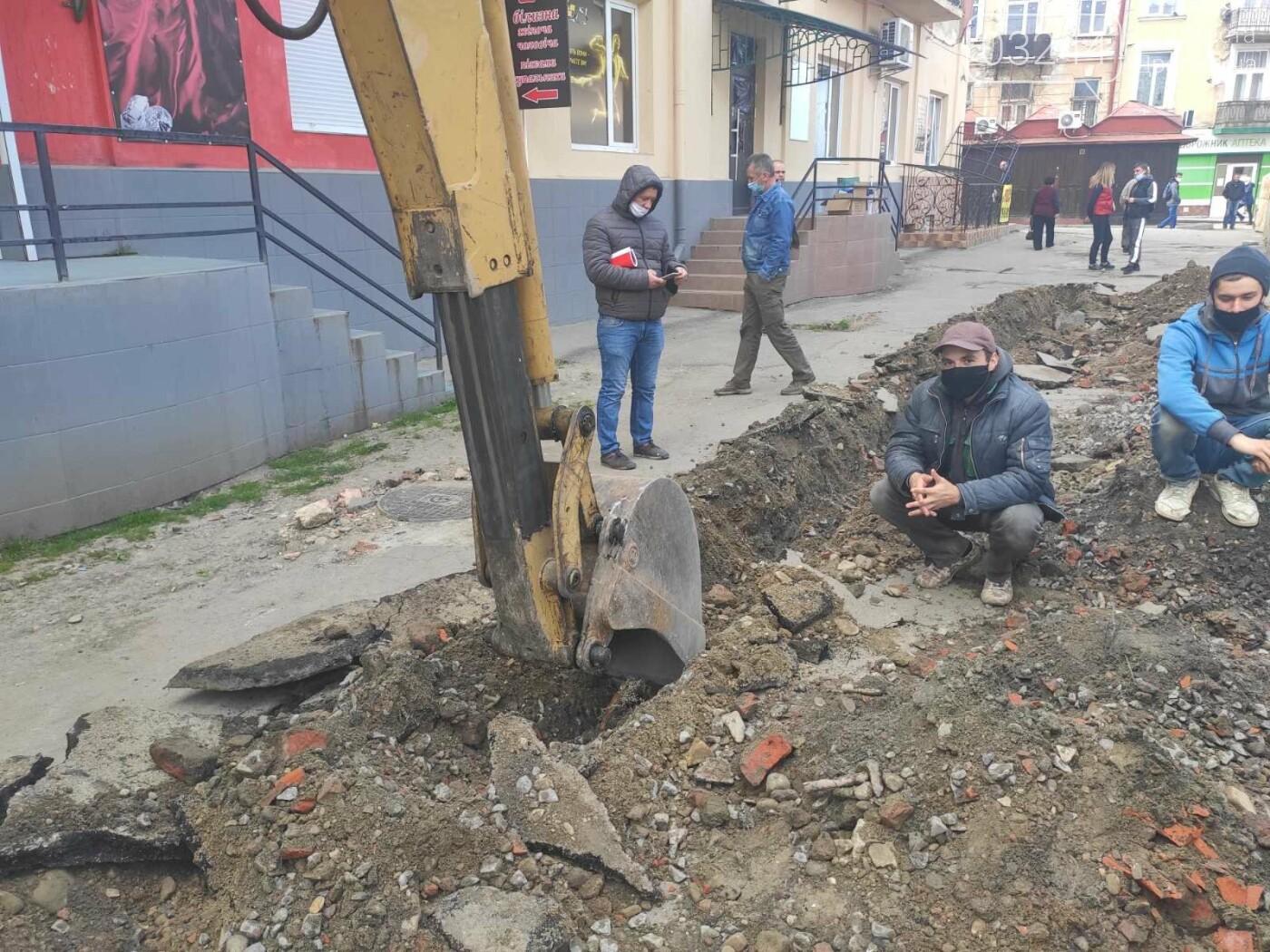 У центрі Дрогобича підприємці заблокували екскаватор, котрий проводив роботи по ремонту вулиці Шолом-Алейхема  , фото-4