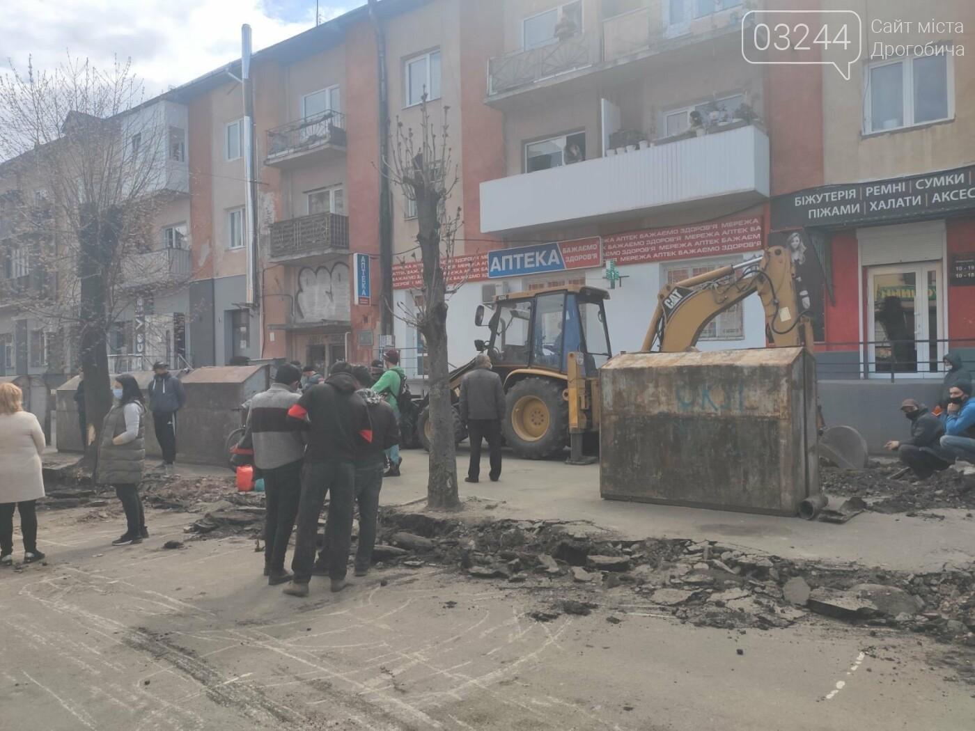 У центрі Дрогобича підприємці заблокували екскаватор, котрий проводив роботи по ремонту вулиці Шолом-Алейхема  , фото-5