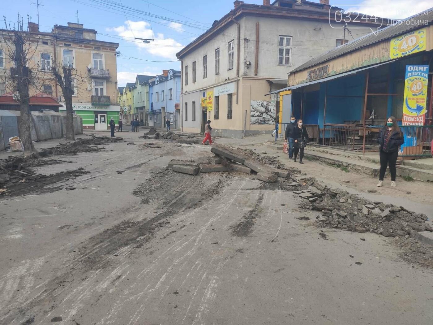 У центрі Дрогобича підприємці заблокували екскаватор, котрий проводив роботи по ремонту вулиці Шолом-Алейхема  , фото-6