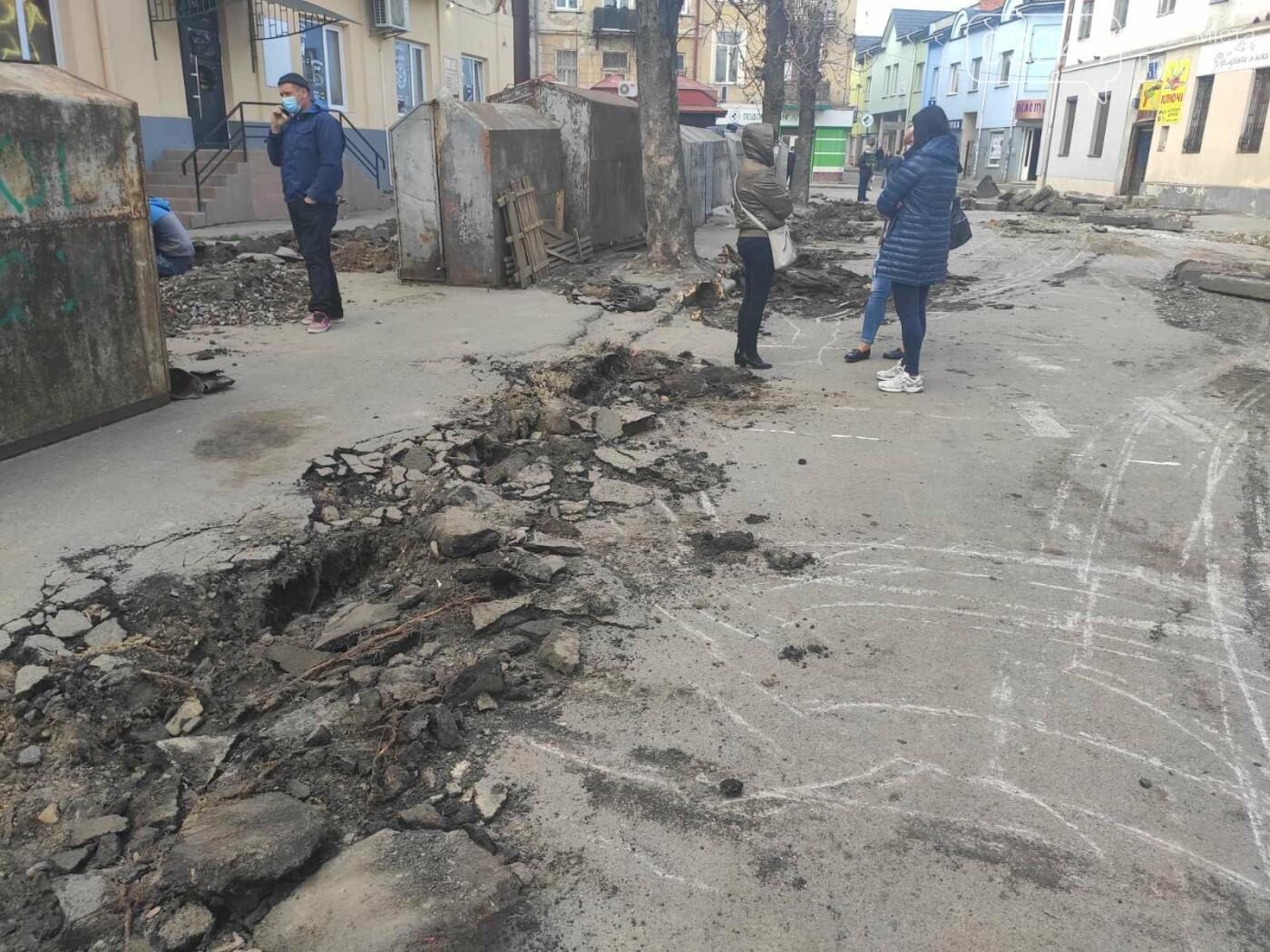 У центрі Дрогобича підприємці заблокували екскаватор, котрий проводив роботи по ремонту вулиці Шолом-Алейхема  , фото-7