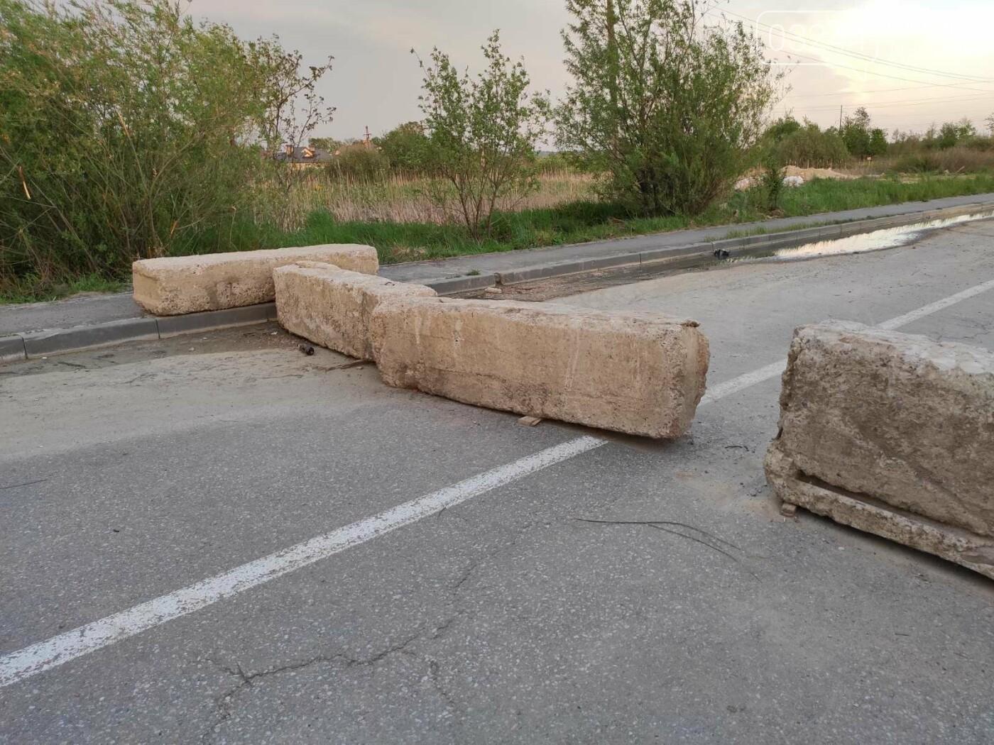 Проїзду немає! На дорозі Дрогобич - Трускавець закрили шлагбаум, - ФОТО, фото-6