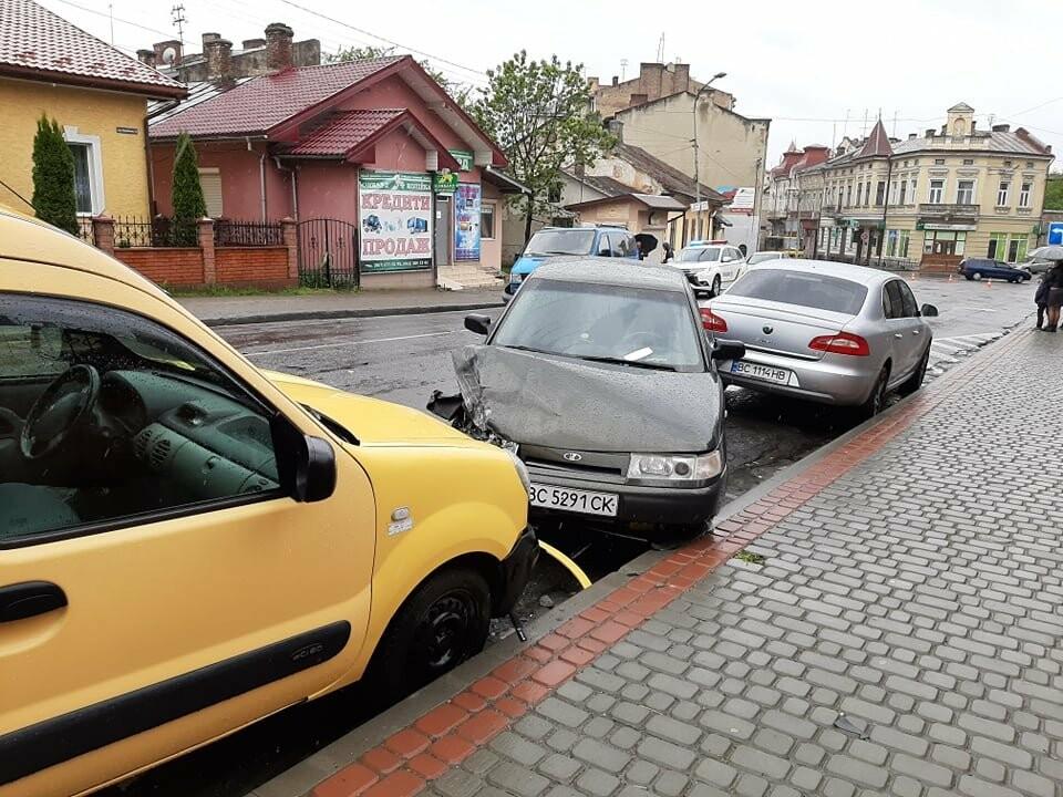 Масштабна ДТП у Дрогобичі на вулиці Стрийській, фото-1