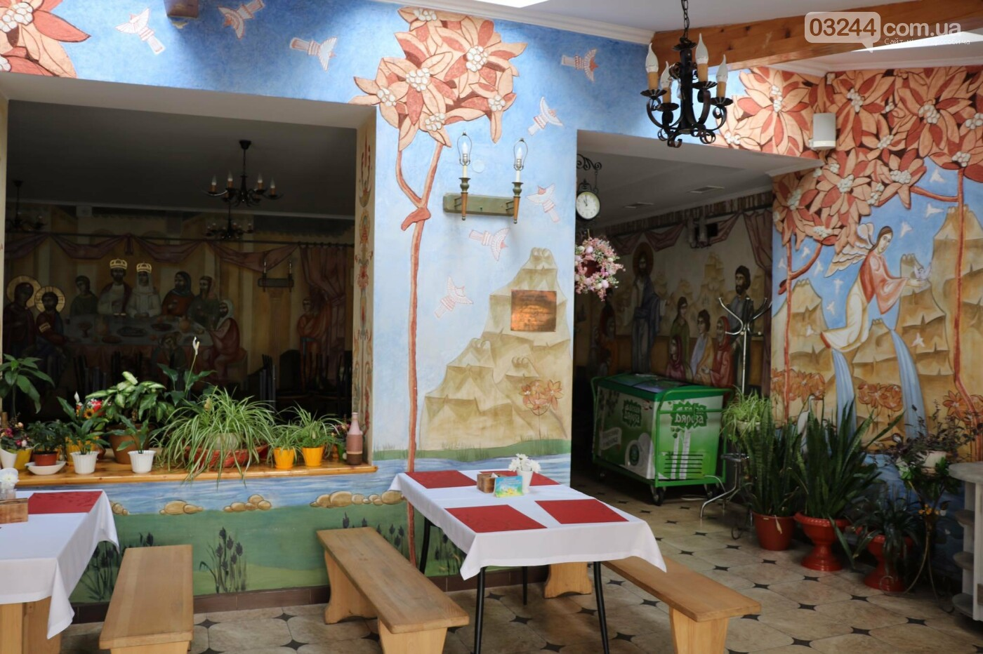 """Допомагають потребуючим: соціальне кафе """"Витанія"""" скеровує частину зароблених коштів на обіди для нужденних, фото-4"""