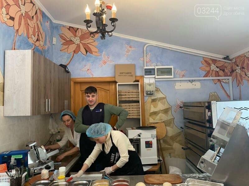 """Допомагають потребуючим: соціальне кафе """"Витанія"""" скеровує частину зароблених коштів на обіди для нужденних, фото-5"""