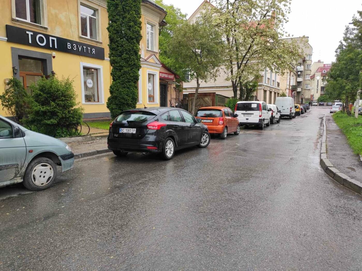 Після запуску платної системи паркування у центрі міста суттєво поменшало машин, - ФОТОРЕПОРТАЖ, фото-23
