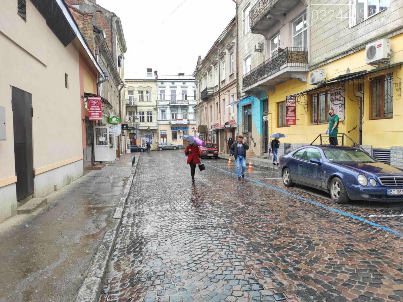 Після запуску платної системи паркування у центрі міста суттєво поменшало машин, - ФОТОРЕПОРТАЖ, фото-4