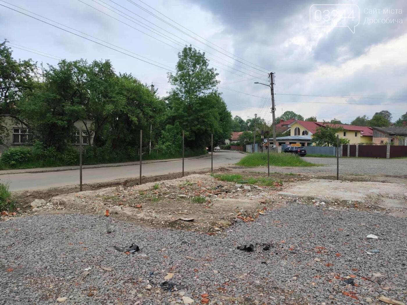 На Солоному Ставку облаштовують безкоштовну парковку. У планах комунальників – встановити платні  паркомати на 3 прилеглих вулицях до центру, фото-1