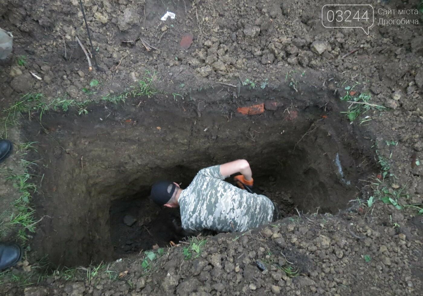 У Дрогобичі стартували нові розкопки – шукають невинних жертв, вбитих енкаведистами  у 40-х  рр. на вулиці І.Франка, фото-7