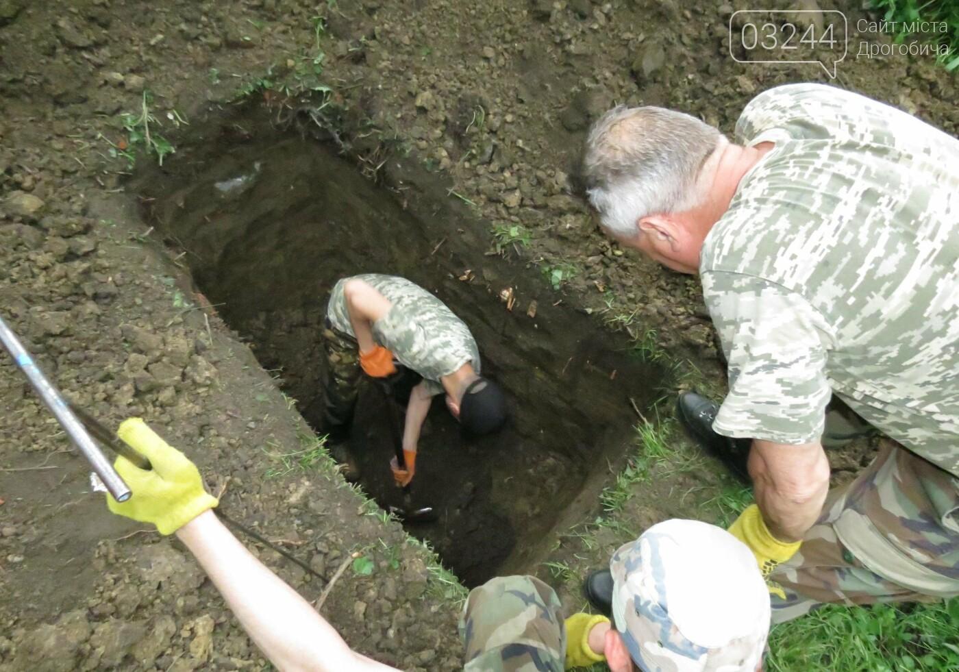У Дрогобичі стартували нові розкопки – шукають невинних жертв, вбитих енкаведистами  у 40-х  рр. на вулиці І.Франка, фото-6