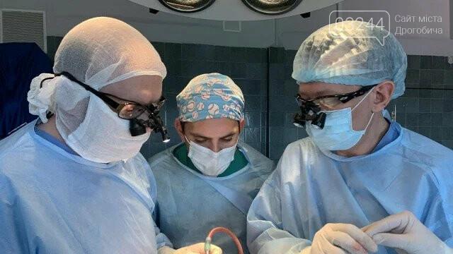 Нейрохірурги у Львові успішно прооперували 4-місячного хлопчика з трикутною формою голови, фото-1