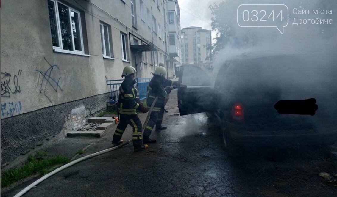 """У Дрогобичі горів автомобіль""""Dodge Caravan"""", - ФОТО, фото-1"""
