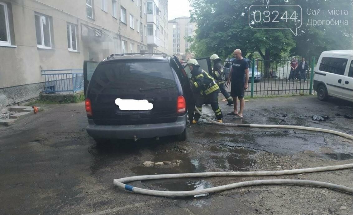 """У Дрогобичі горів автомобіль""""Dodge Caravan"""", - ФОТО, фото-3"""