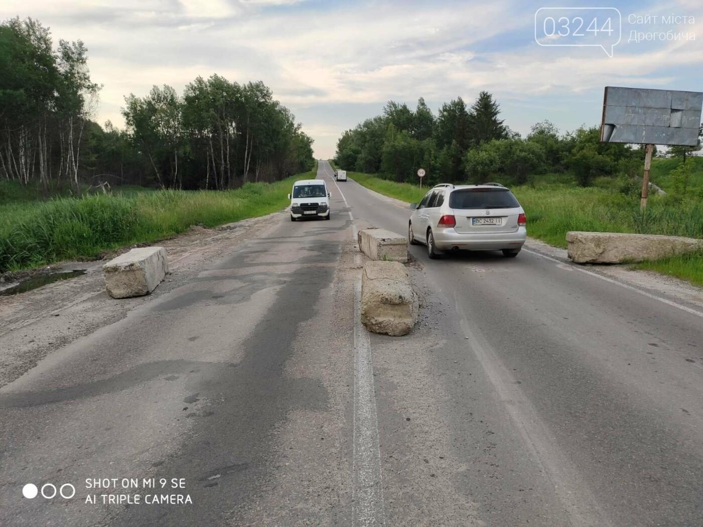 Дорога Дрогобич-Трускавець відкрита для транспорту: відсунуто блоки та шлагбаум. Однак, водіям слід бути обачними, фото-1