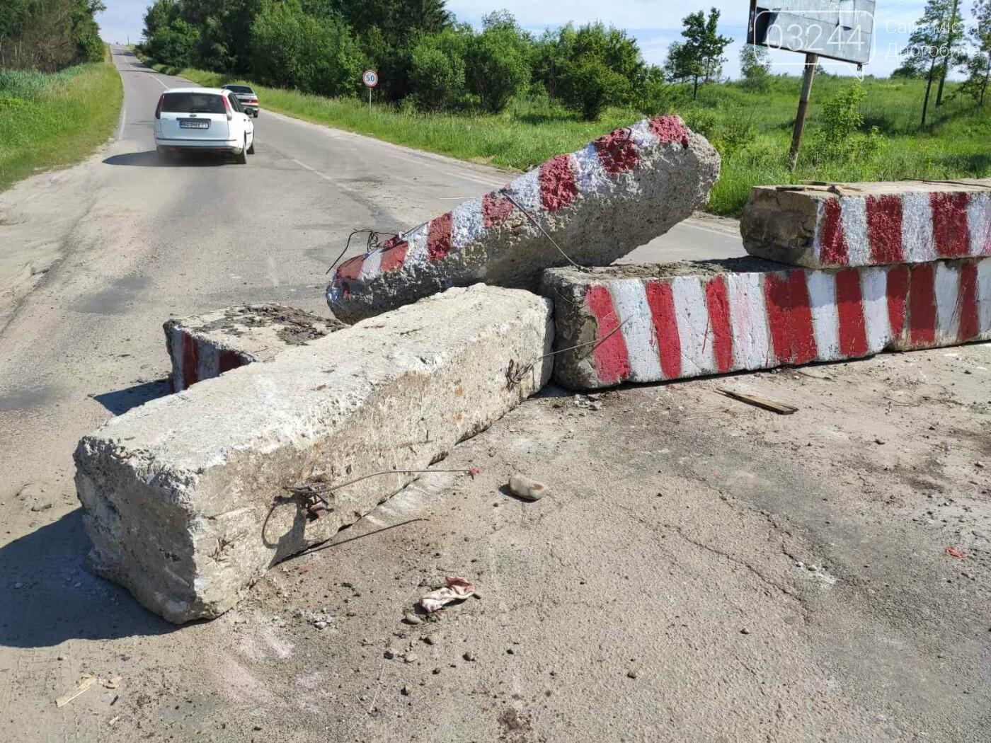 Дорогу на Трускавець вчергове відкрили: вночі відсунули бетонні блоки, - ФОТО, фото-2