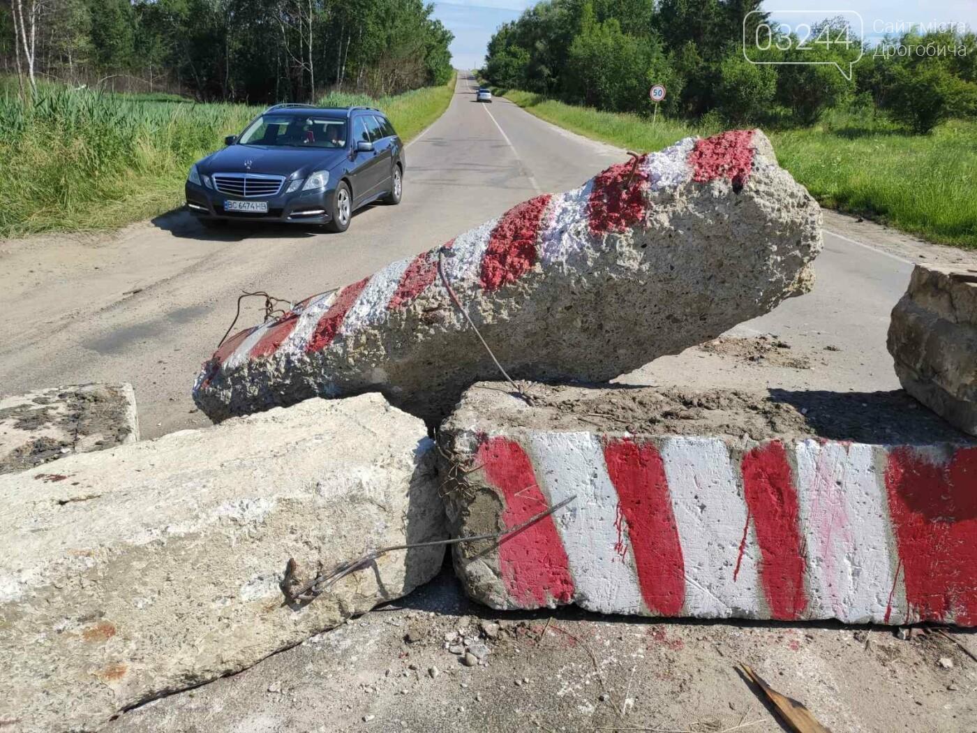 Дорогу на Трускавець вчергове відкрили: вночі відсунули бетонні блоки, - ФОТО, фото-3