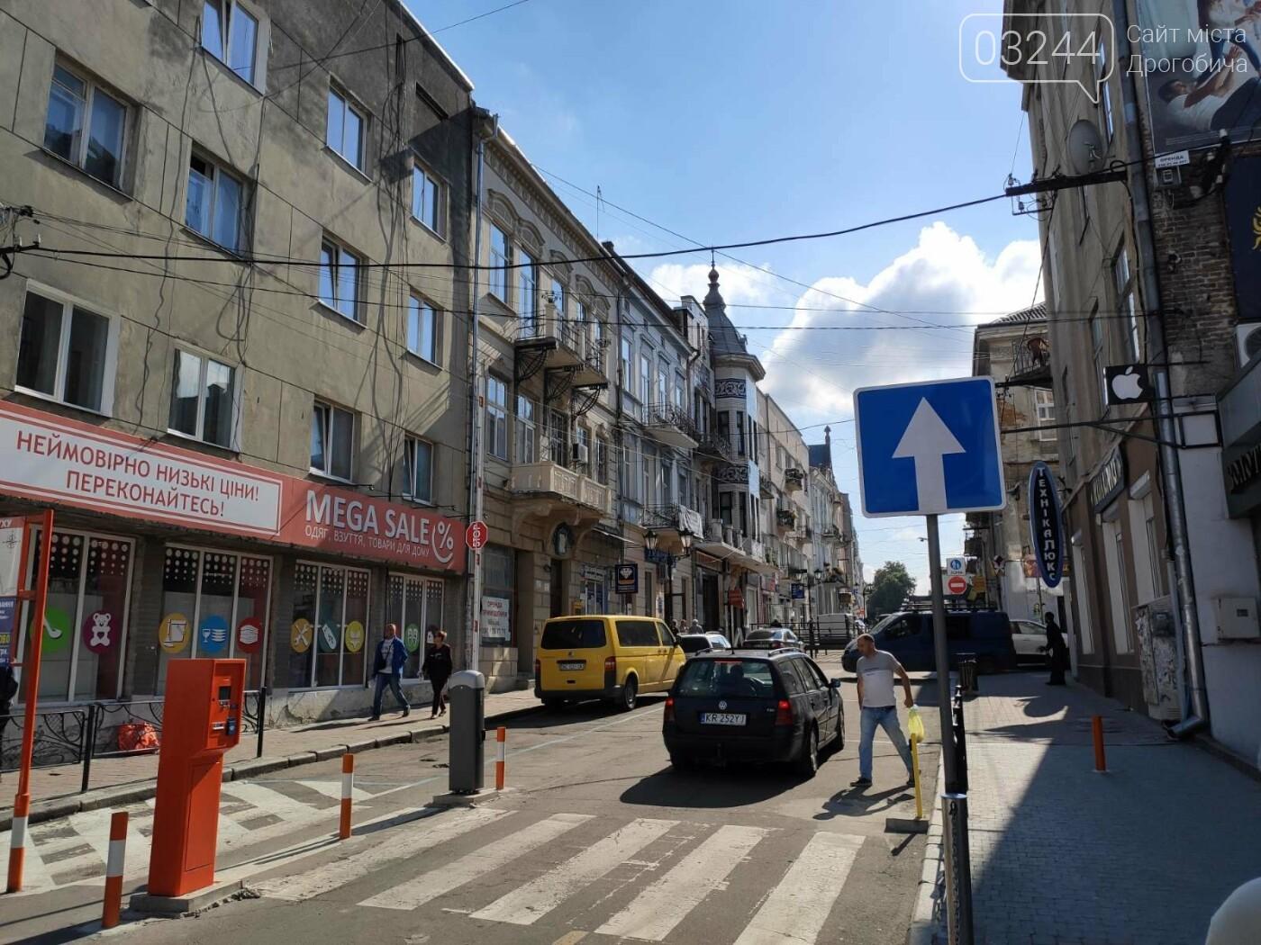 Фото дня. У Дрогобичі, на вулиці Мазепи, знову не працює шлагбаум паркувальної системи, фото-5