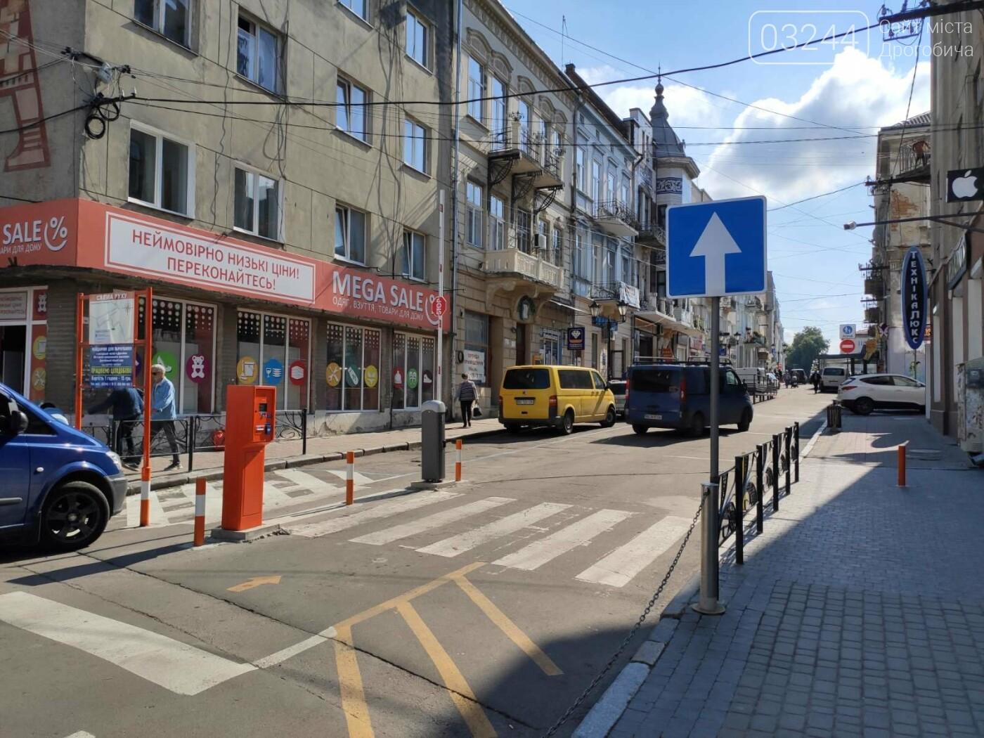 Фото дня. У Дрогобичі, на вулиці Мазепи, знову не працює шлагбаум паркувальної системи, фото-1