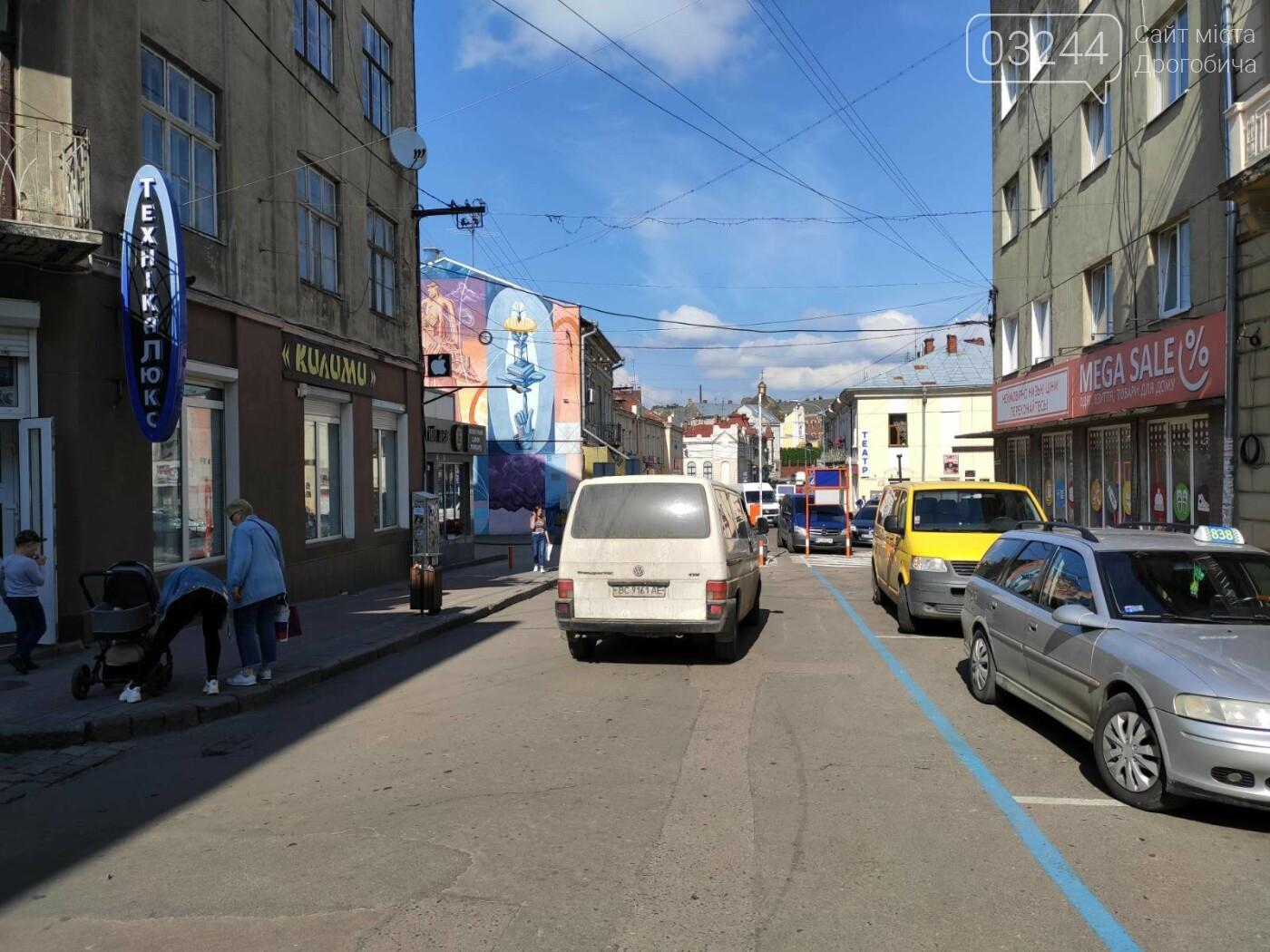 Фото дня. У Дрогобичі, на вулиці Мазепи, знову не працює шлагбаум паркувальної системи, фото-4