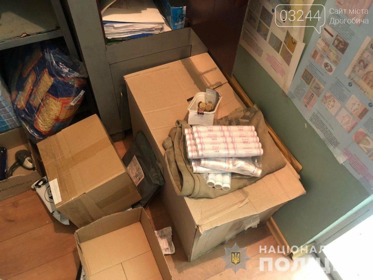 Невідомий озброївся палицею і пограбував відділення «Укрпошти», - ФОТО, фото-2
