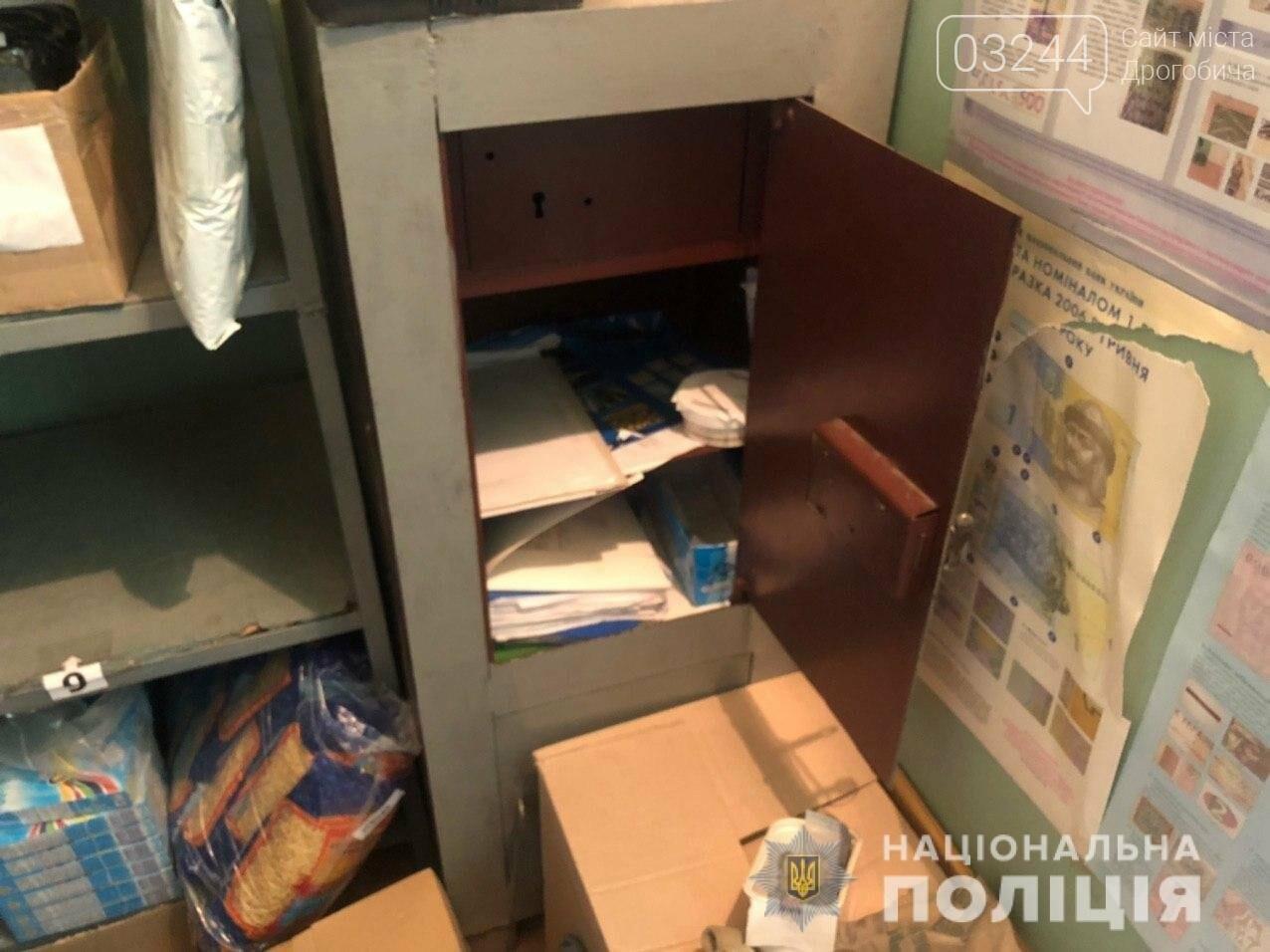 Невідомий озброївся палицею і пограбував відділення «Укрпошти», - ФОТО, фото-1