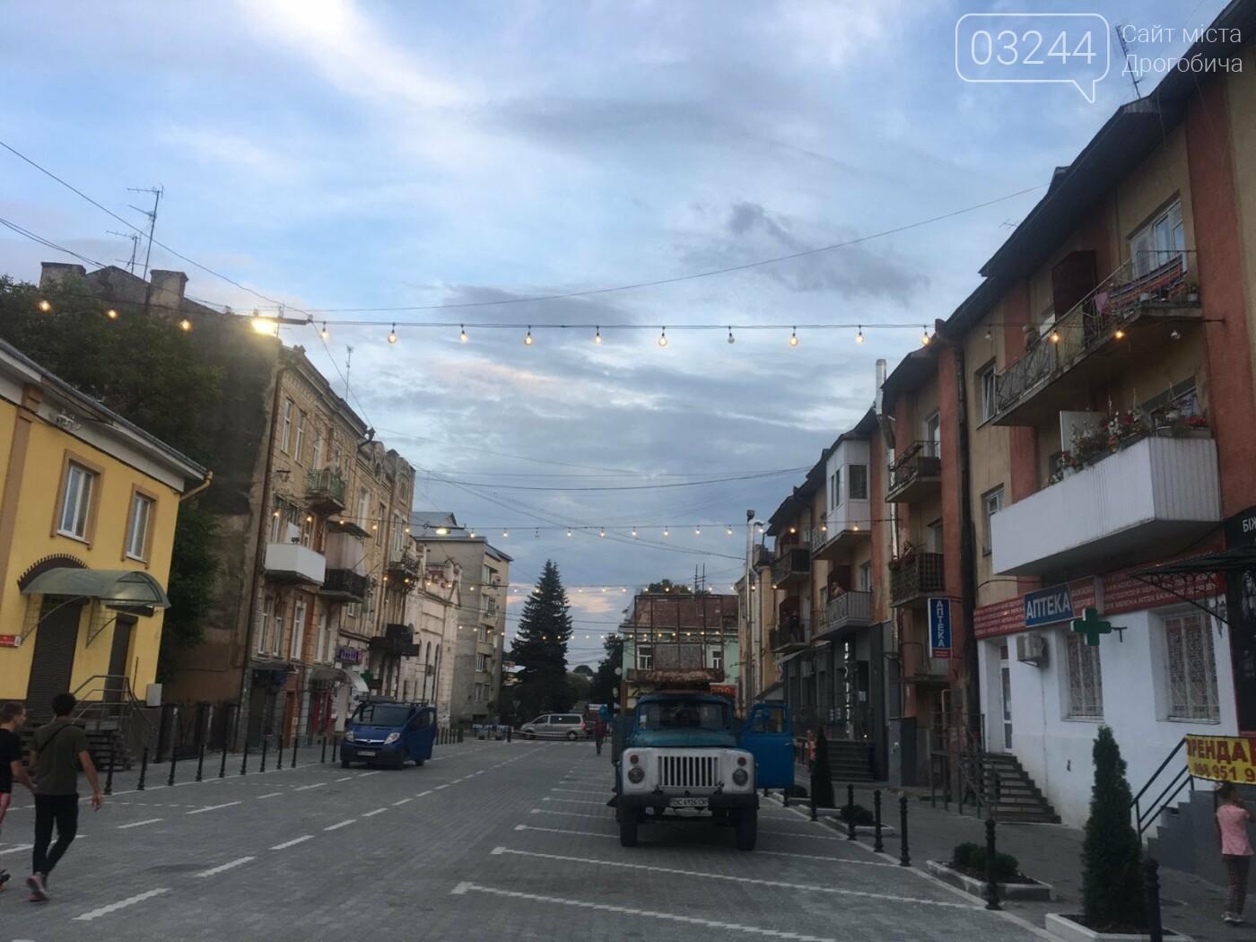 На вулиці Шолом-Алейхема комунальники встановили світлову ілюмінацію, - ФОТО ДНЯ, фото-6