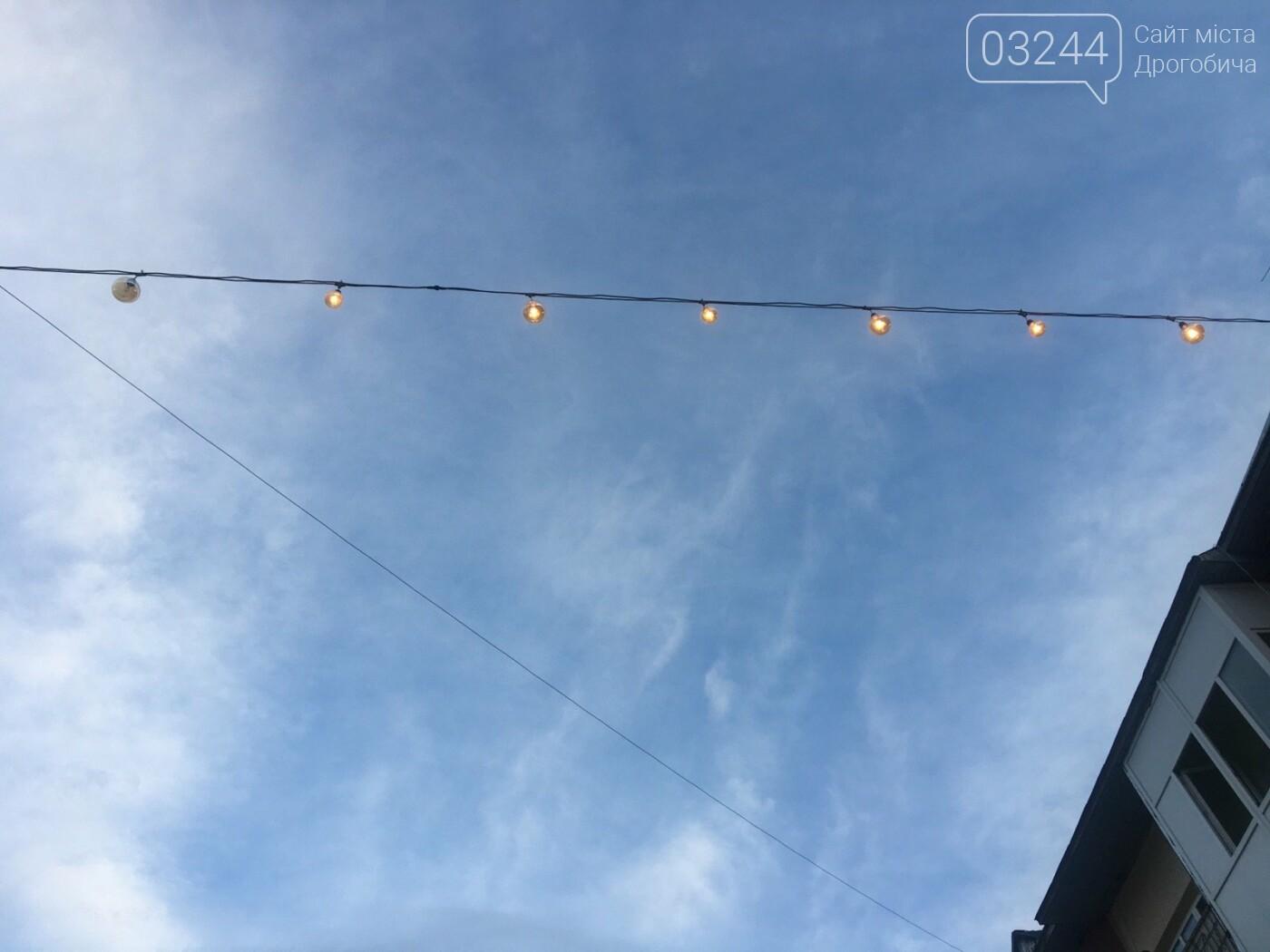 На вулиці Шолом-Алейхема комунальники встановили світлову ілюмінацію, - ФОТО ДНЯ, фото-7