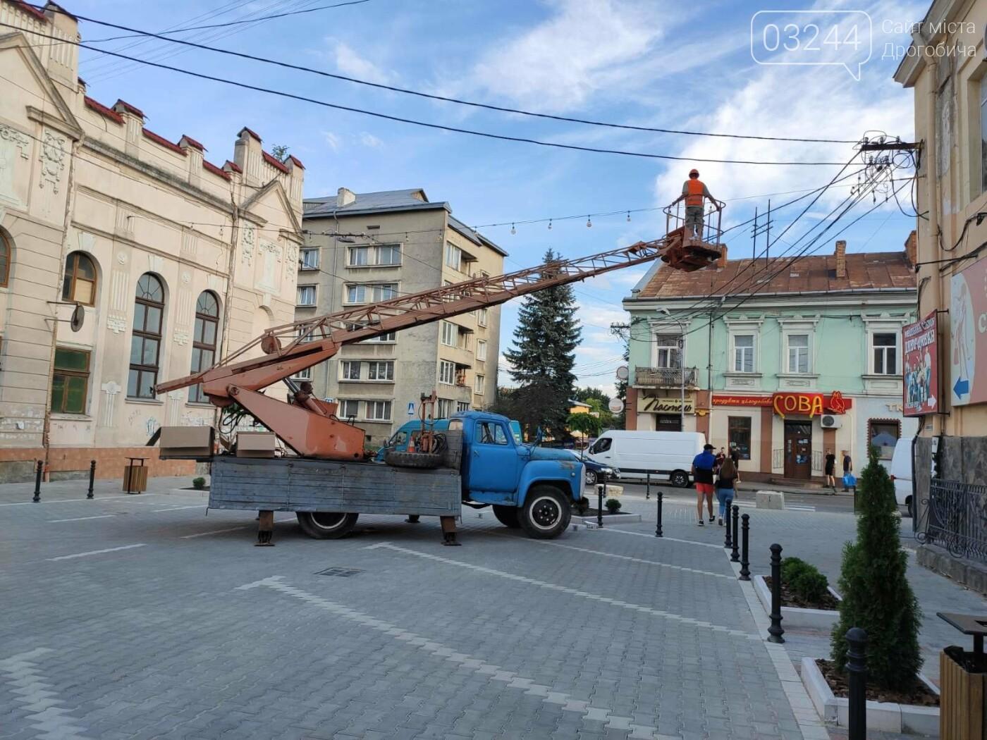 На вулиці Шолом-Алейхема комунальники встановили світлову ілюмінацію, - ФОТО ДНЯ, фото-2