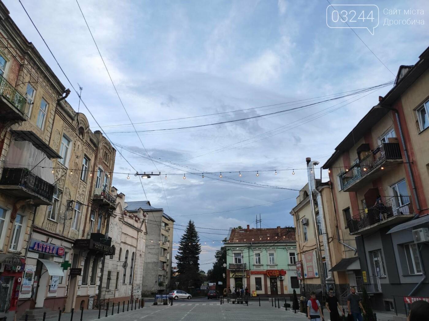 На вулиці Шолом-Алейхема комунальники встановили світлову ілюмінацію, - ФОТО ДНЯ, фото-4