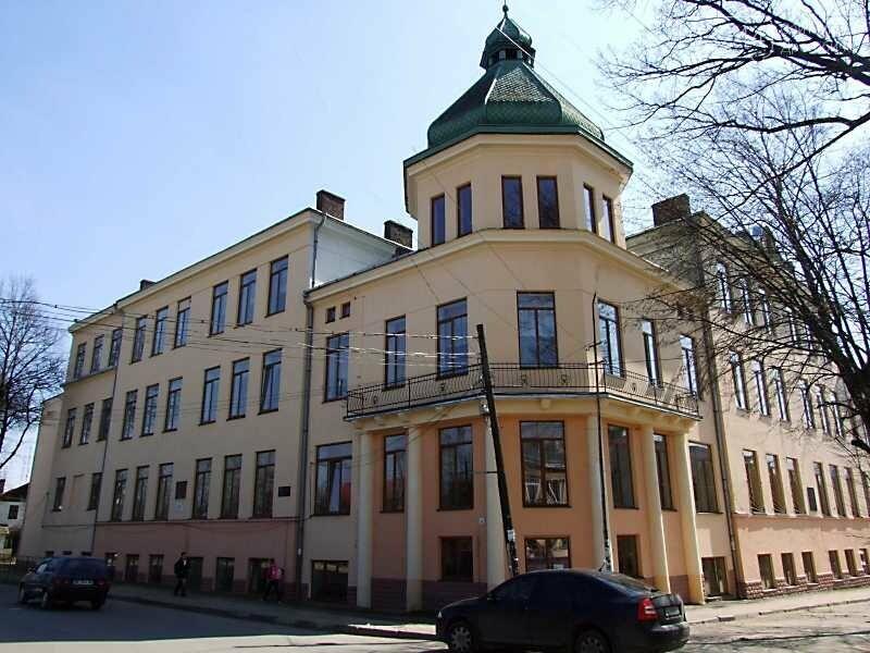 Без святкових лінійок та з масками – як стартуватиме навчання у школах Дрогобича, фото-1