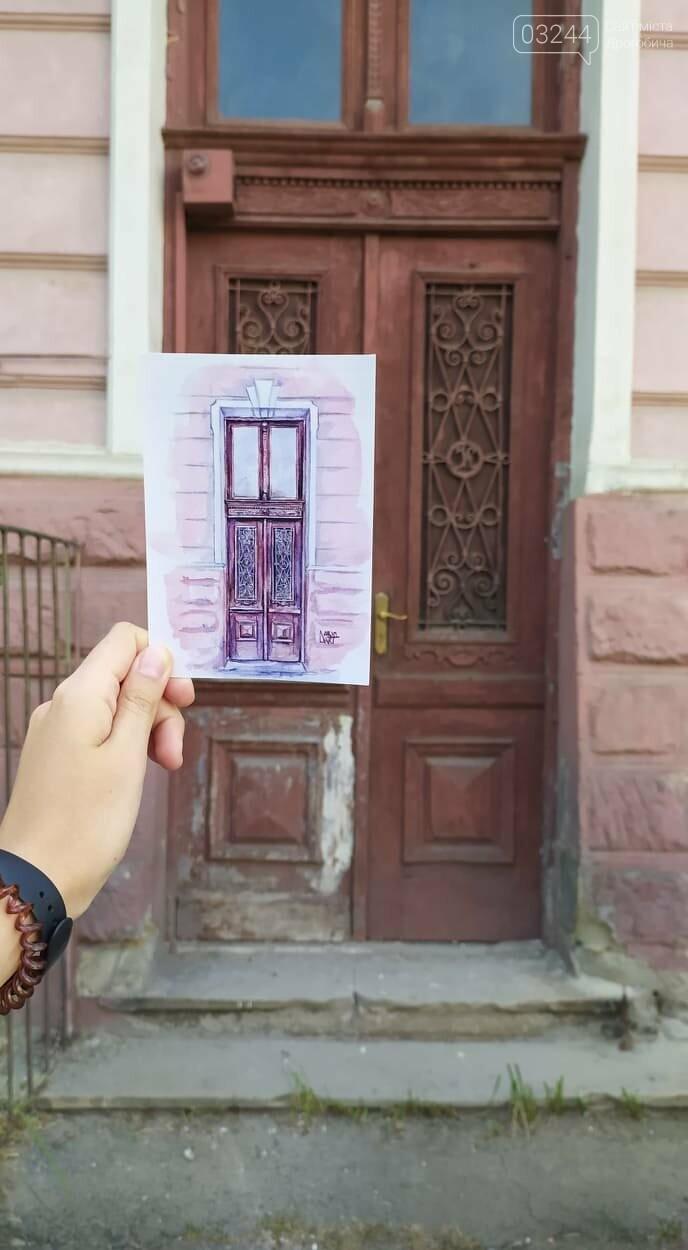 Студенка із Києва мріє відреставрувати старовинні двері вечірньої дрогобицької школи: продає листівки і збирає так кошти, фото-3