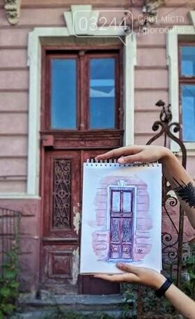 Студенка із Києва мріє відреставрувати старовинні двері вечірньої дрогобицької школи: продає листівки і збирає так кошти, фото-4
