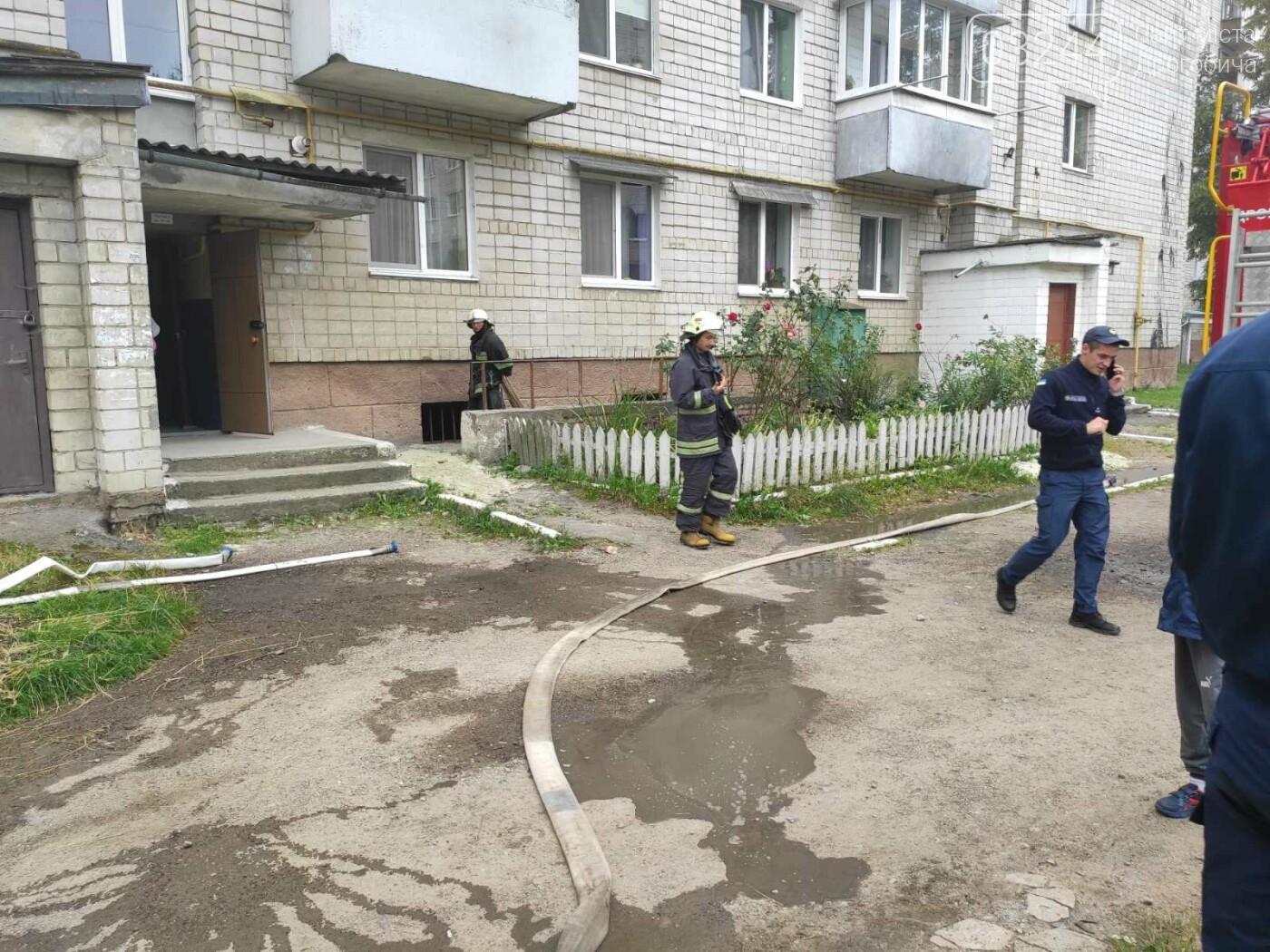 У багатоповерховому будинку на вулиці Стрийській пів дня не було  електроенергії через пожежу у підвалі, - ФОТО, фото-4