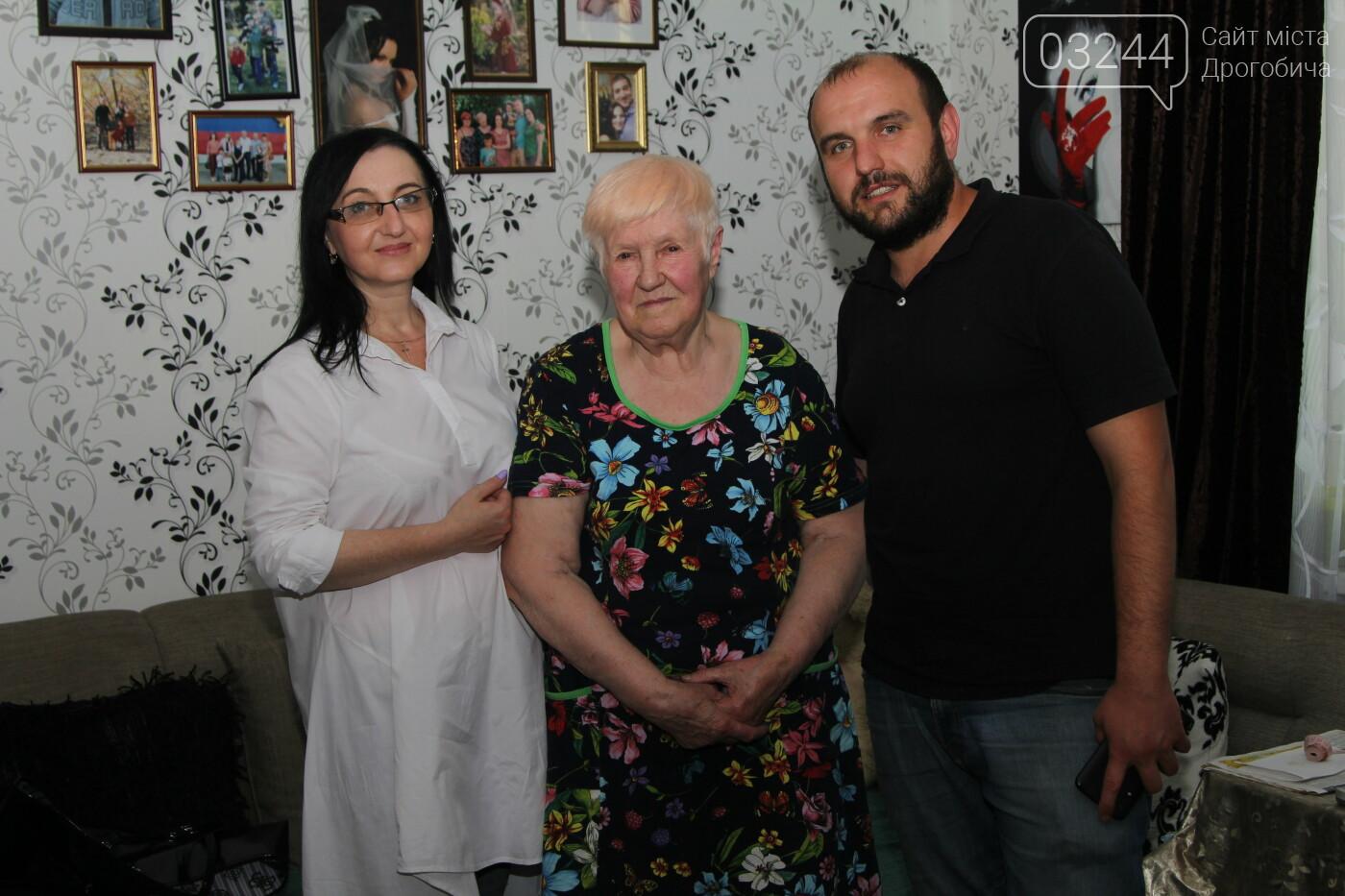 Сила підтримки – небайдужі дрогобичани передали 80-річній Людмилі Сидоренко нитки на шкарпетки для військових, фото-7