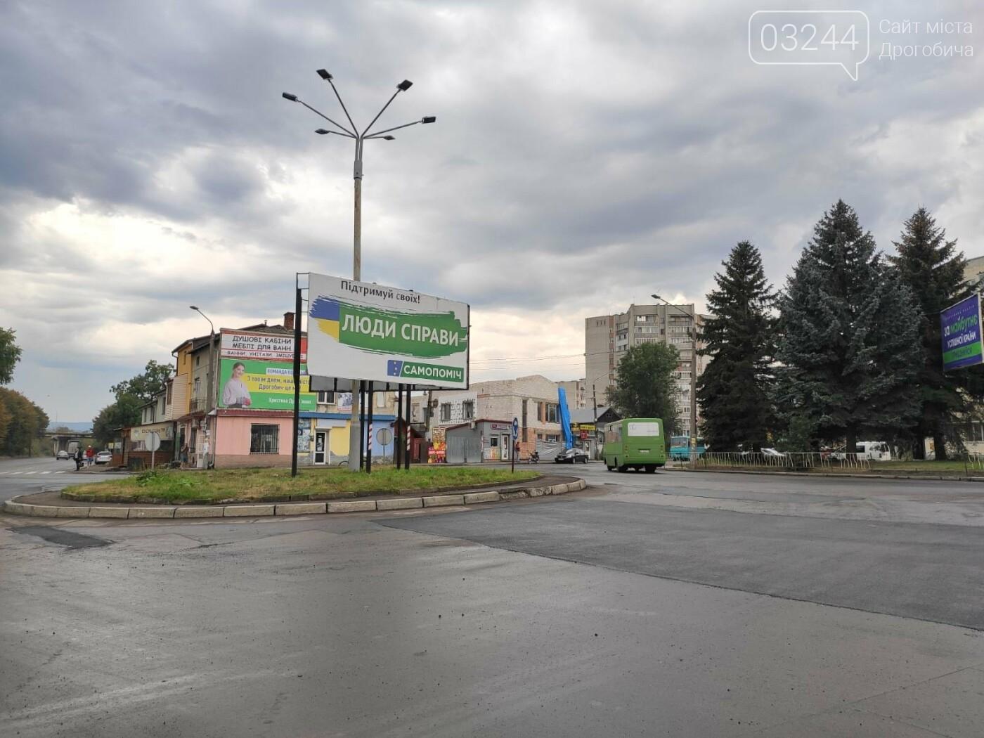 На площі Злуки ремонтують дорожнє покриття, фото-5