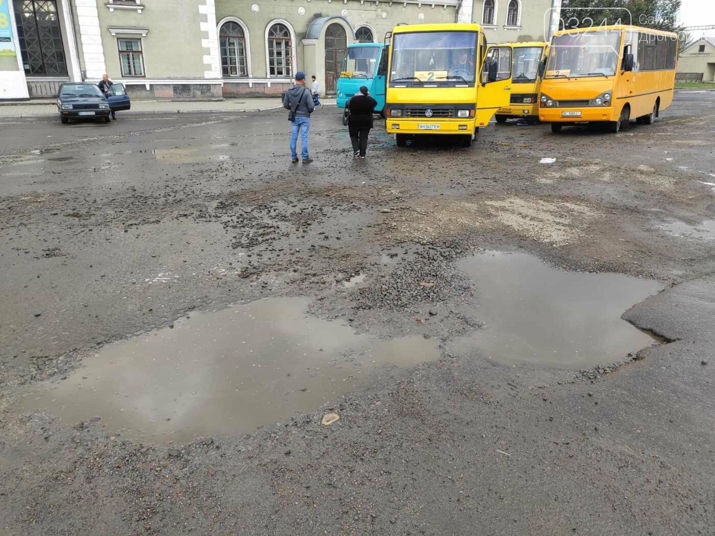 На площі Злуки ремонтують дорожнє покриття, фото-2