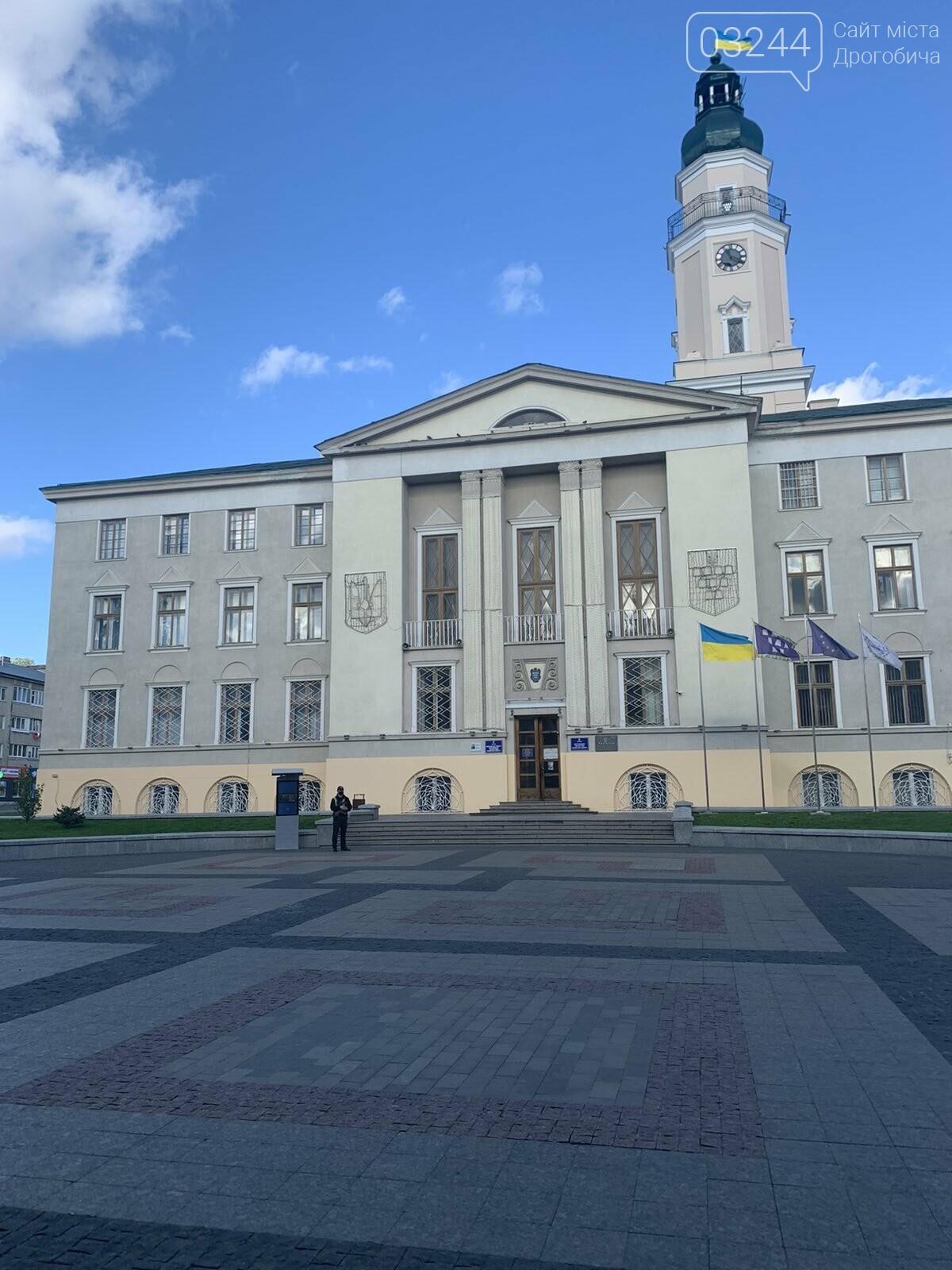 У Дрогобичі повідомили про замінування ратуші! Працівників евакуювали, фото-4