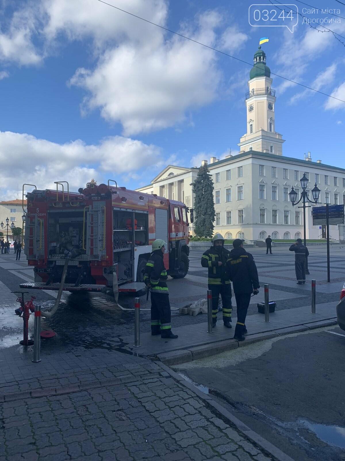 У Дрогобичі повідомили про замінування ратуші! Працівників евакуювали, фото-2
