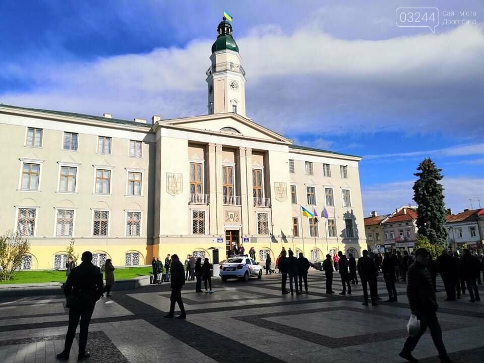 У Дрогобичі повідомили про замінування ратуші! Працівників евакуювали, фото-1