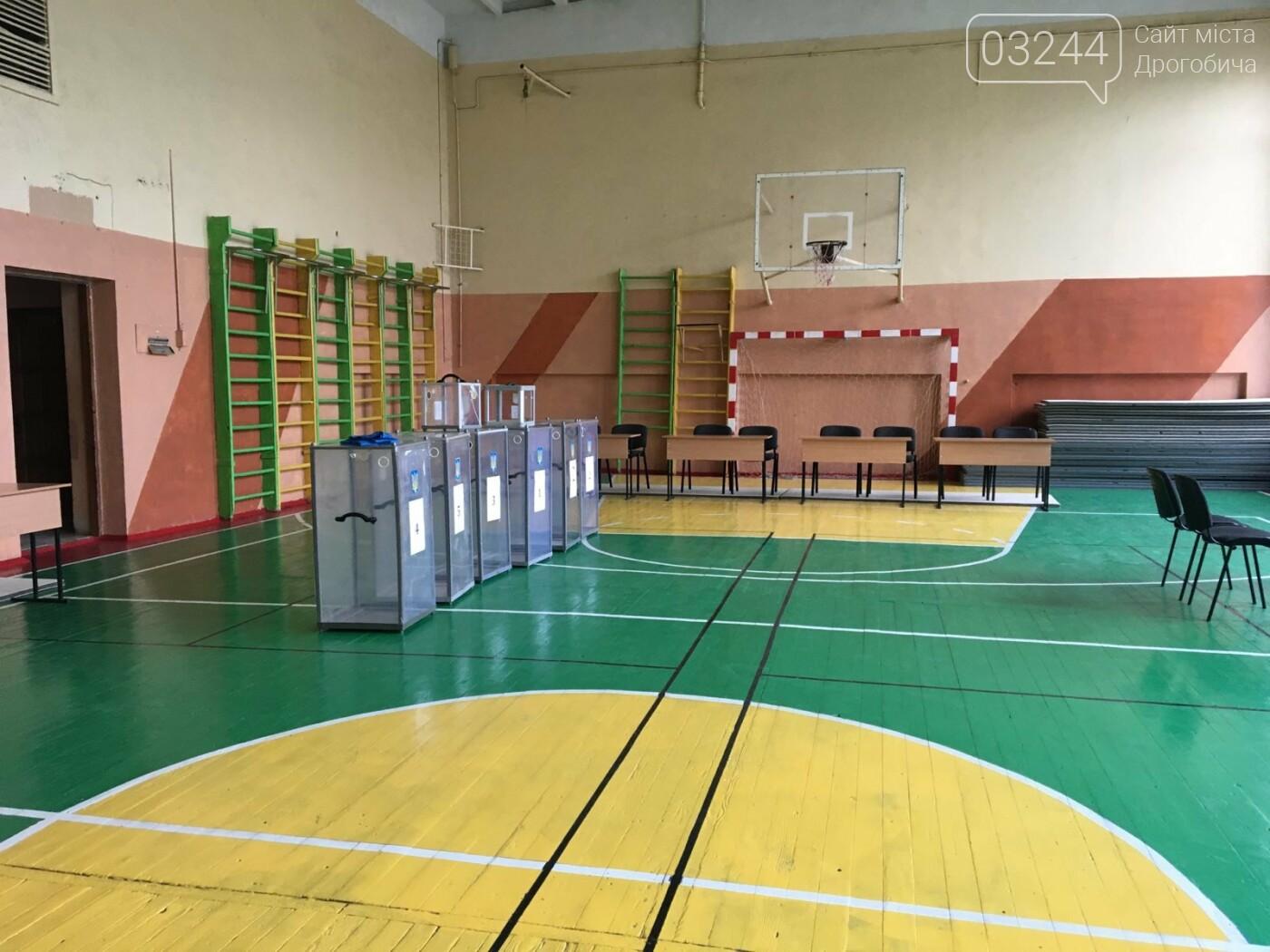 До виборів готові: на дільницях Дрогобича встановили кабінки та урни і завезли бюлетені, - ВІДЕО, ФОТО, фото-6