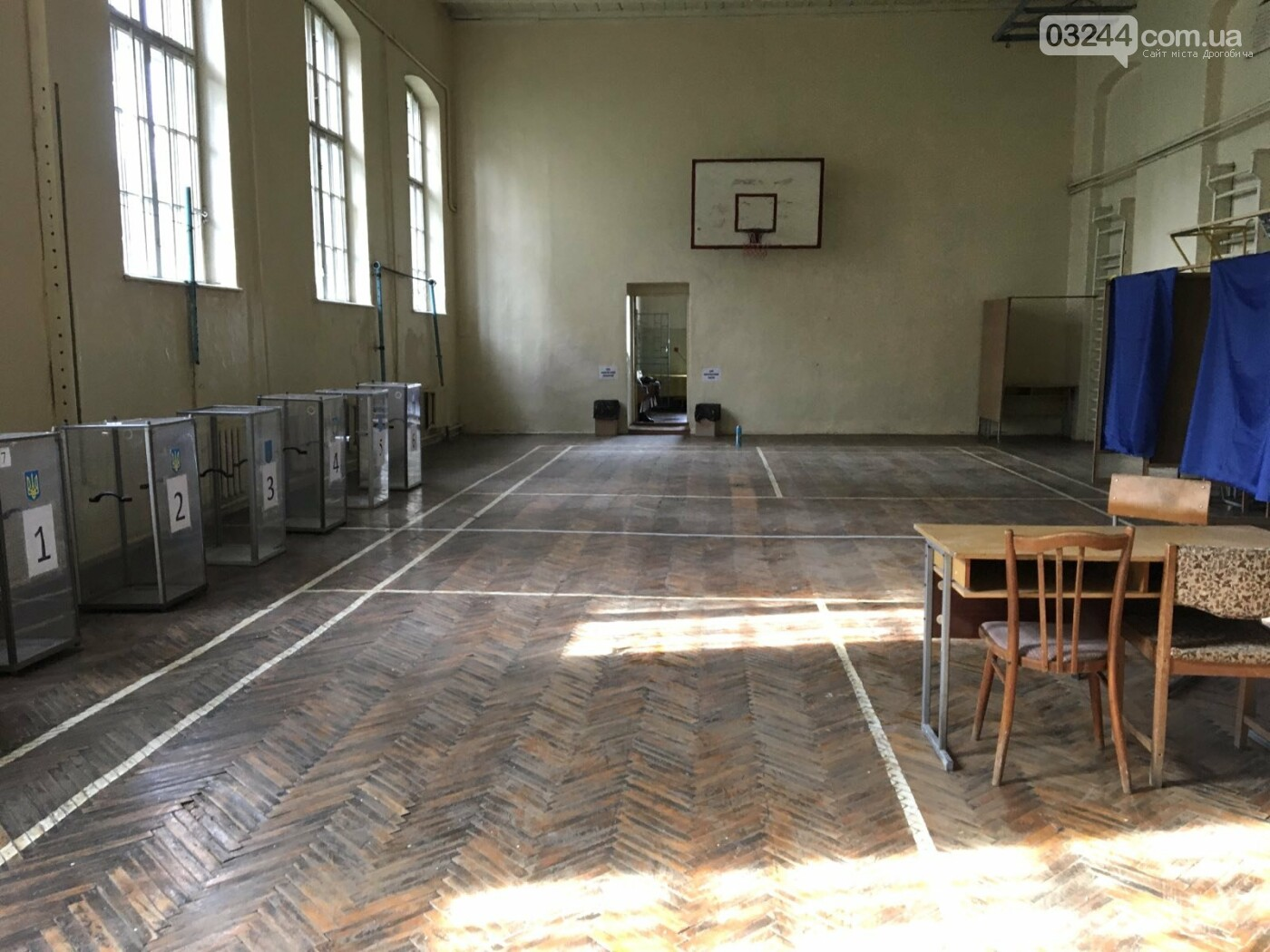 До виборів готові: на дільницях Дрогобича встановили кабінки та урни і завезли бюлетені, - ВІДЕО, ФОТО, фото-3