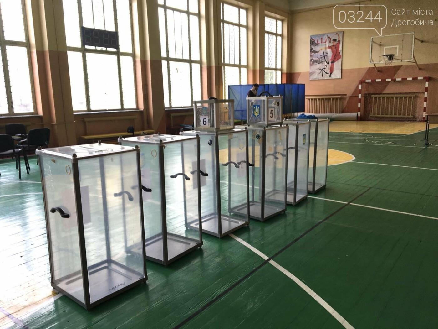 До виборів готові: на дільницях Дрогобича встановили кабінки та урни і завезли бюлетені, - ВІДЕО, ФОТО, фото-5