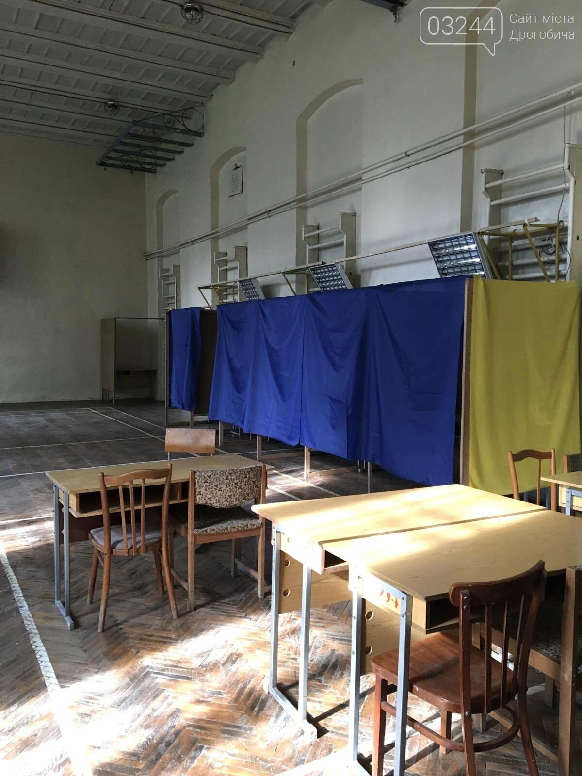 До виборів готові: на дільницях Дрогобича встановили кабінки та урни і завезли бюлетені, - ВІДЕО, ФОТО, фото-8