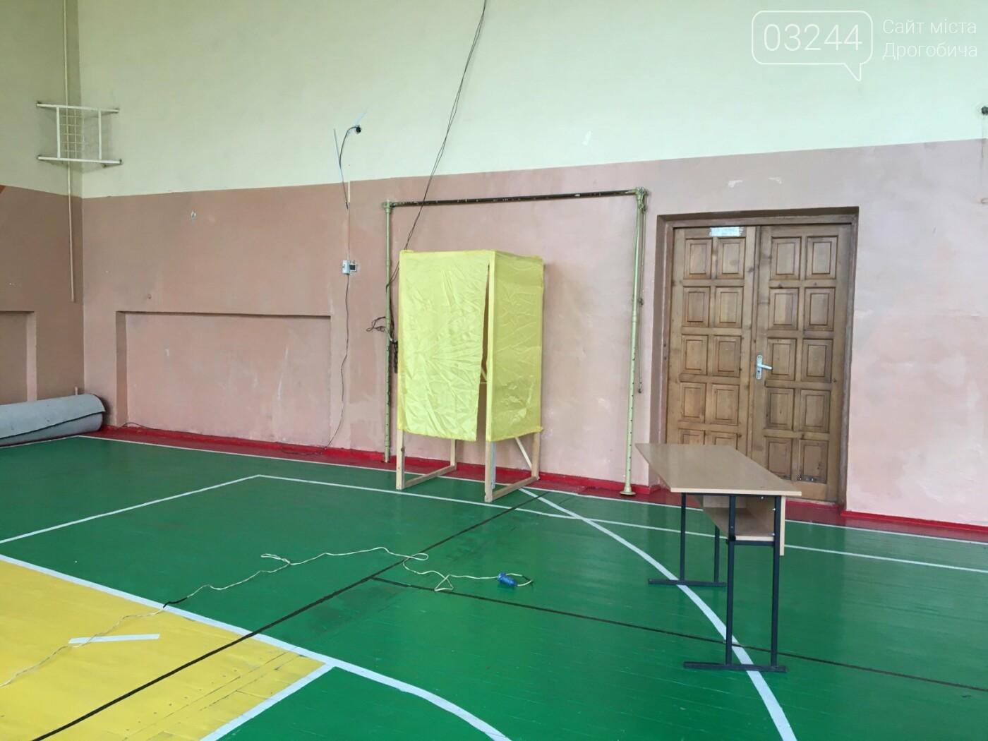 До виборів готові: на дільницях Дрогобича встановили кабінки та урни і завезли бюлетені, - ВІДЕО, ФОТО, фото-9