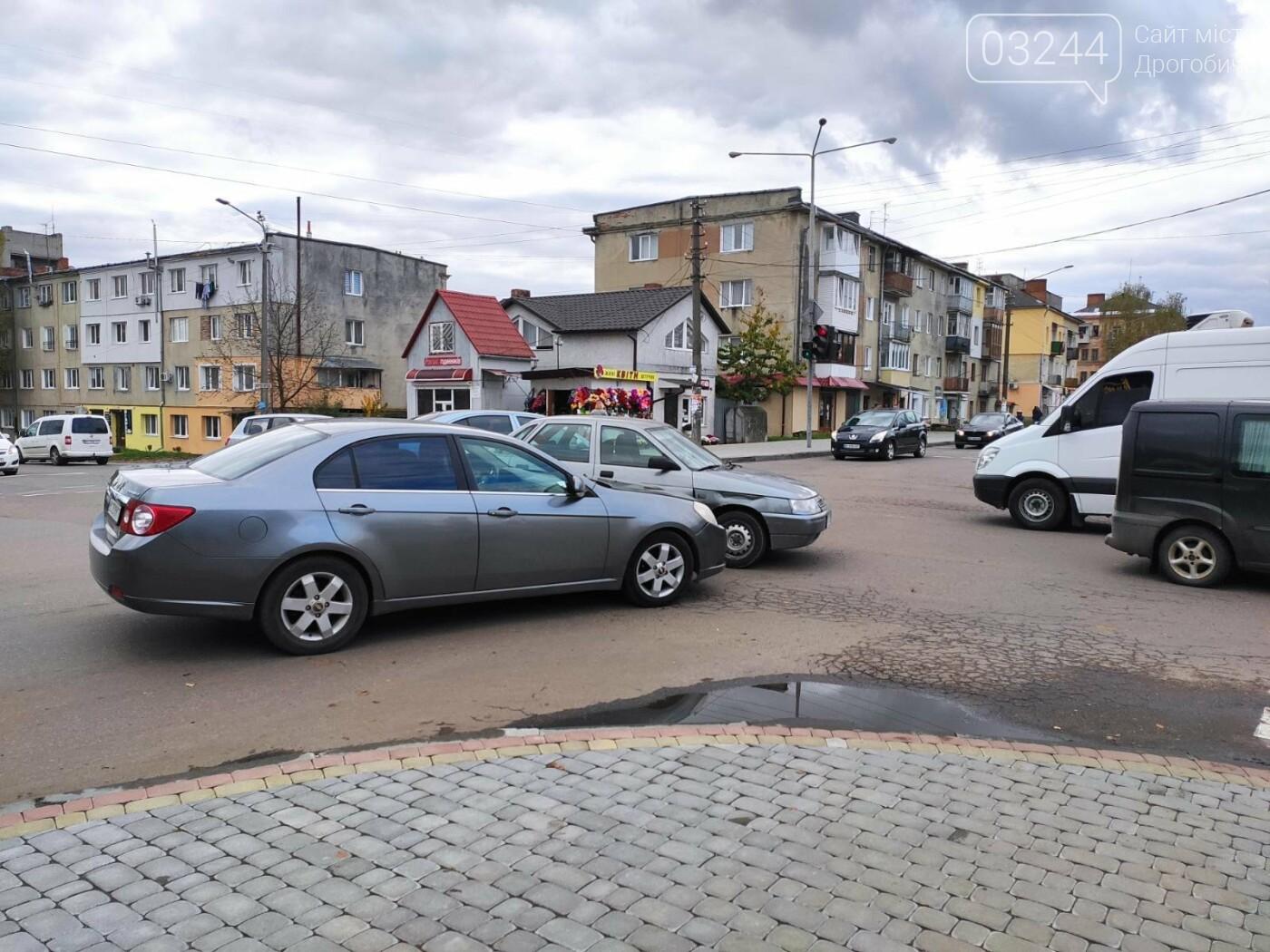 ДТП у Дрогобичі, на вулиці Грушевського, - ФОТО, фото-1