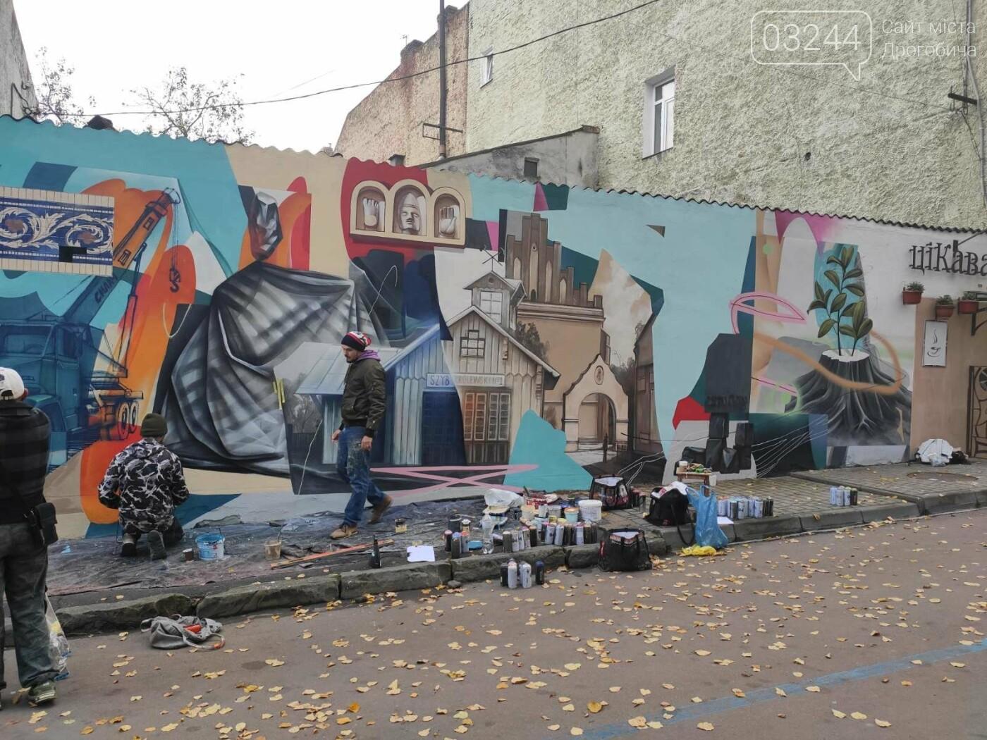 Дрогобич поповнився і ще одним муралом - «Декорації міста», фото-3