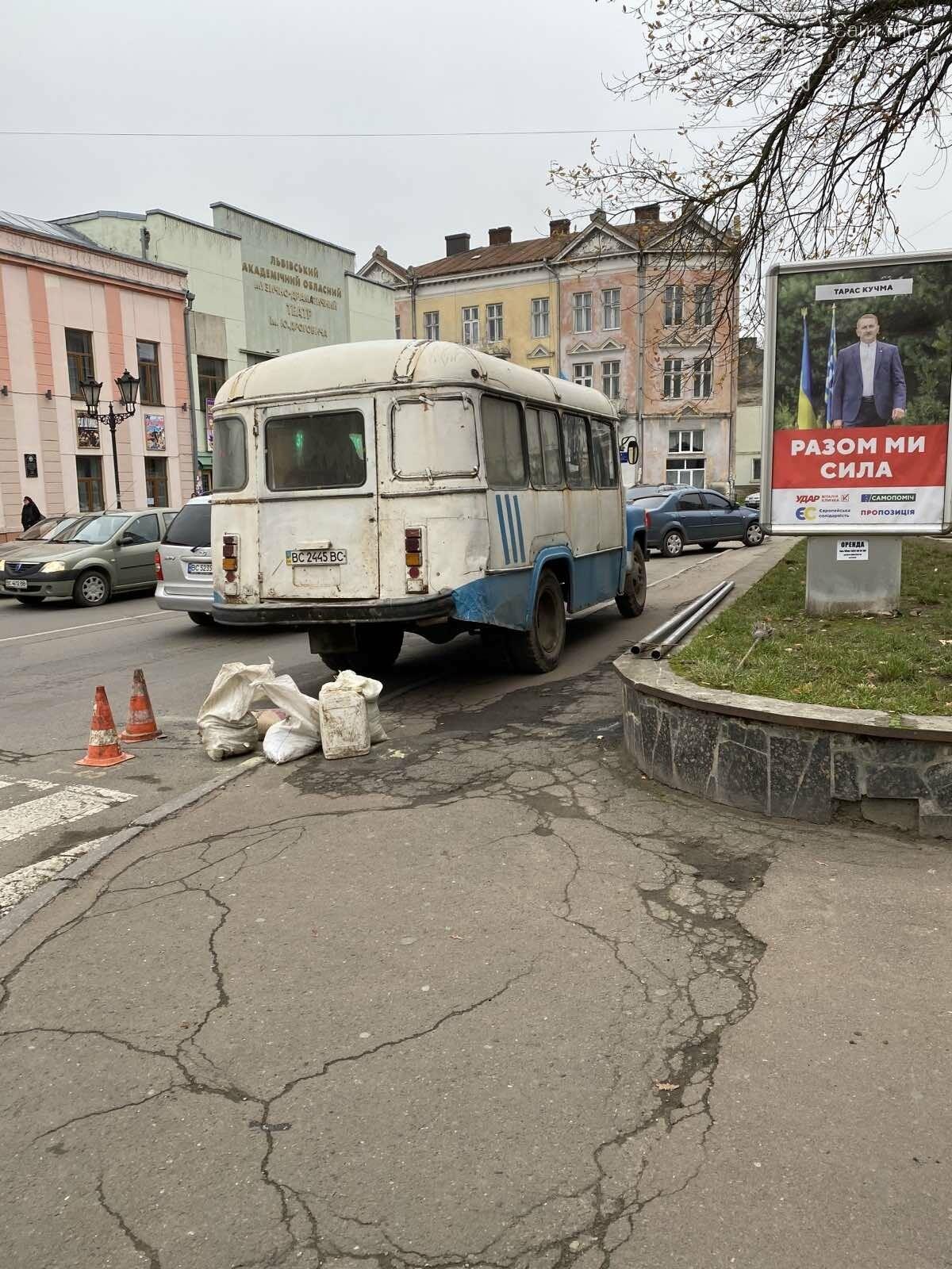 В останнє переходила дорогу – у Дрогобичі водій автобуса збив дев'ятикласницю, фото-9