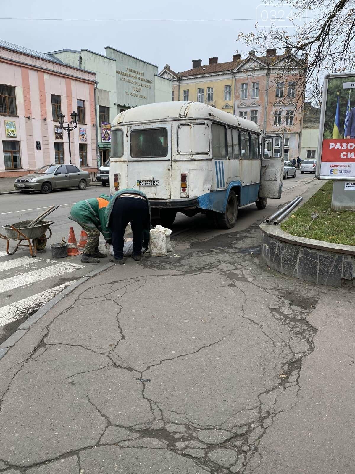 В останнє переходила дорогу – у Дрогобичі водій автобуса збив дев'ятикласницю, фото-10